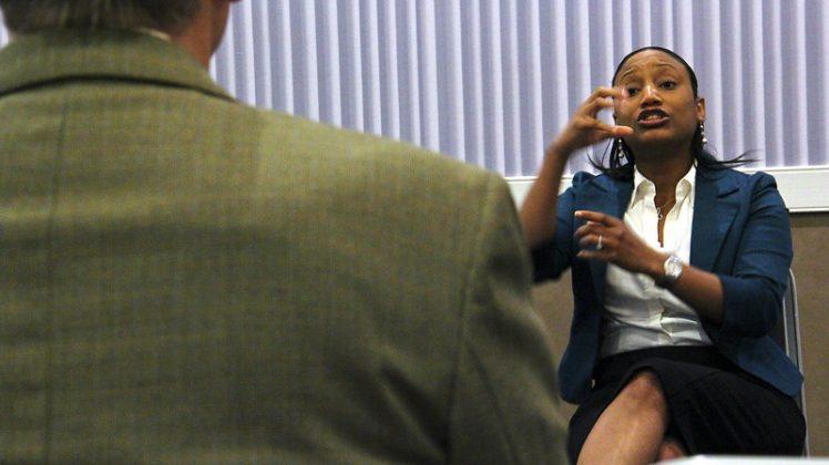 woman interpreting in sign langauge