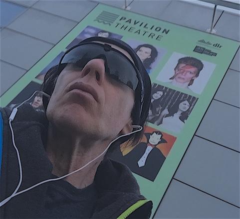 Blue, Gorm, Elektrisches Blau: David Bowie in Irish and Transcreation